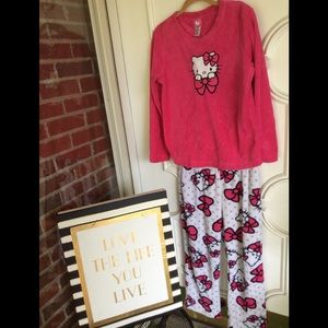 d565ae538 Hello Kitty Intimates & Sleepwear - 🔥PRICE🆕 🎀 HK fluffy pajama set🎀  SUPER